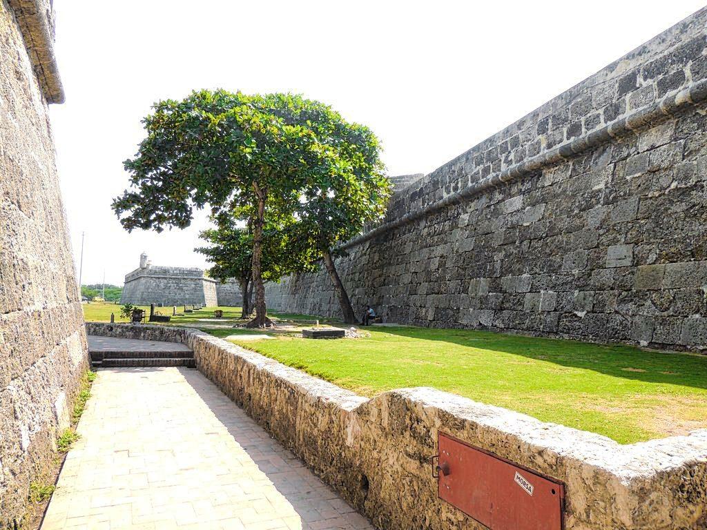 Caminando entre las murallas de Cartagena